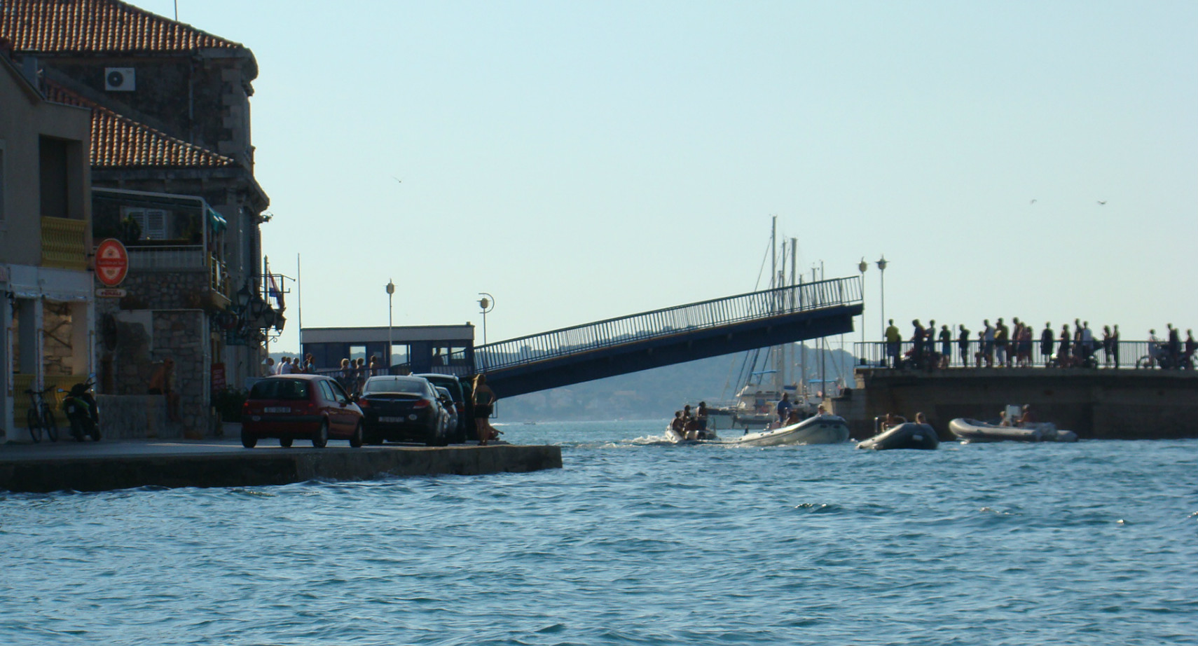 Tisno dveg most