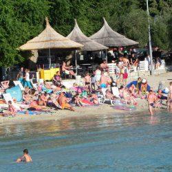 Plaža Slanica je najbolj priljubljena in popularna plaža za čudovitem otoku Murter. Izbrana je med TOP 5 najlepših peščenih plaž na Hrvaškem.